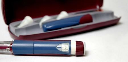 Für viele Pflegekräfte ist der Pen das Werkzeug der Wahl zur Insulininjektion in der Altenpflege.