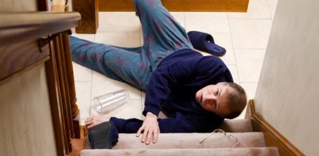 Direkt nach dem Sturz steht der Gestürzte häufig unter Schock. Es ist wichtig, ruhig zu bleiben und Ruhe auszustrahlen.